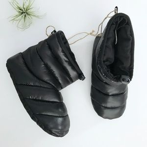 NEW American Eagle Black Puffer Boot Slippers 8/9